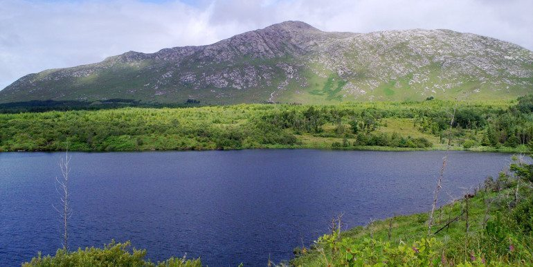 derryclare mountain and lake inagh valley 32km