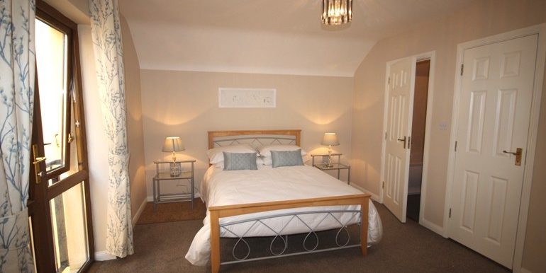 2cc_bedroom2