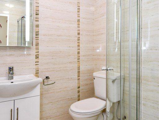 Room 1 bathrom